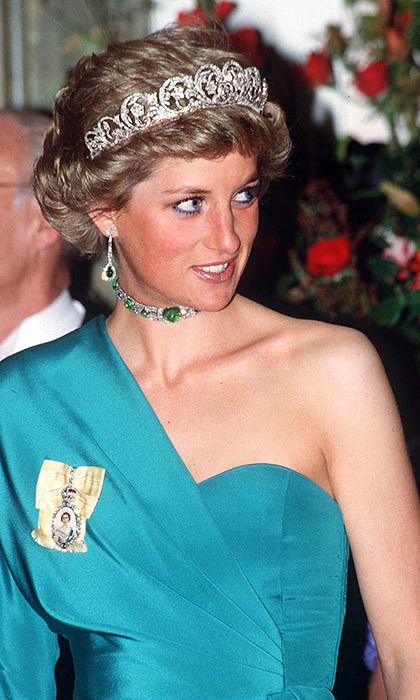 <h3>Does Harry have any of Diana's jewelry to give Meghan?</h3>
