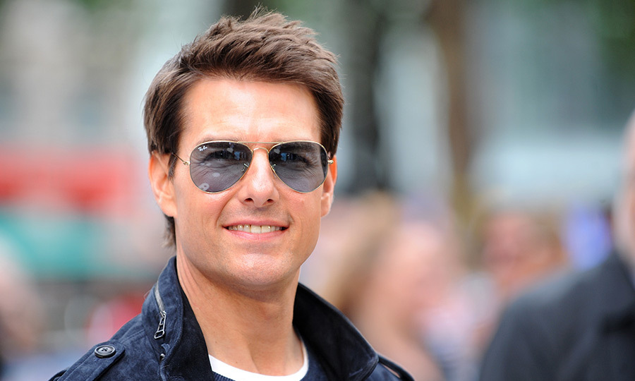 Tom Cruise appears injured during stunt on Mission Impossible 6 set.