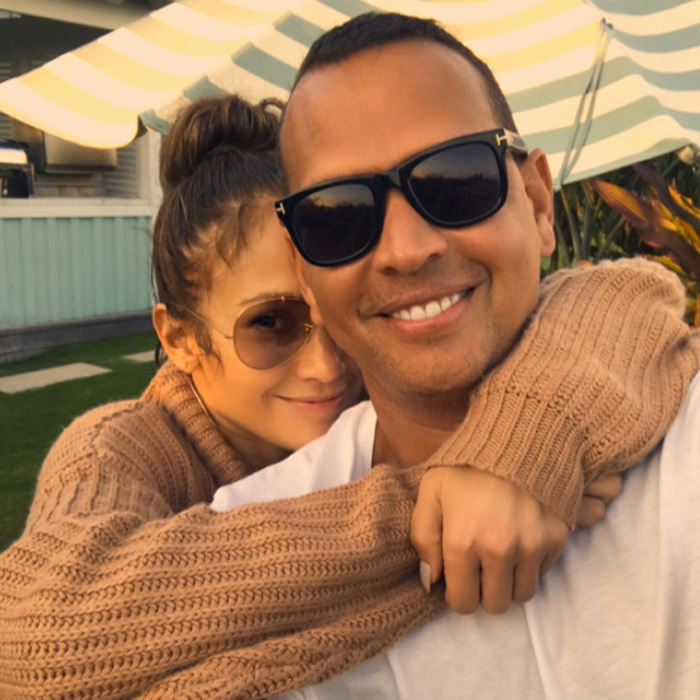 Jennifer Lopez shared a photo on August 22 with her main squeeze after a weekend in Miami. During the break from filming Shades of Blue, she hung with Alex Rodriguez, tried a workout in his new UFC style gym and enjoyed a pizza and ice cream night with his daughters.