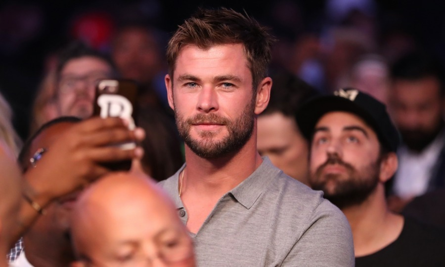 Charlize's Snow White and the Huntsman co-star Chris Hemsworth was also seen at the match watching intently from the front row. 