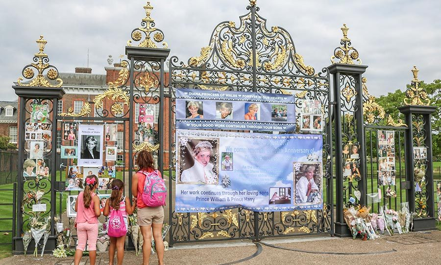 Nice Tributes Grow At Kensington Palace In Celebration Of Princess Dianau0027s Life