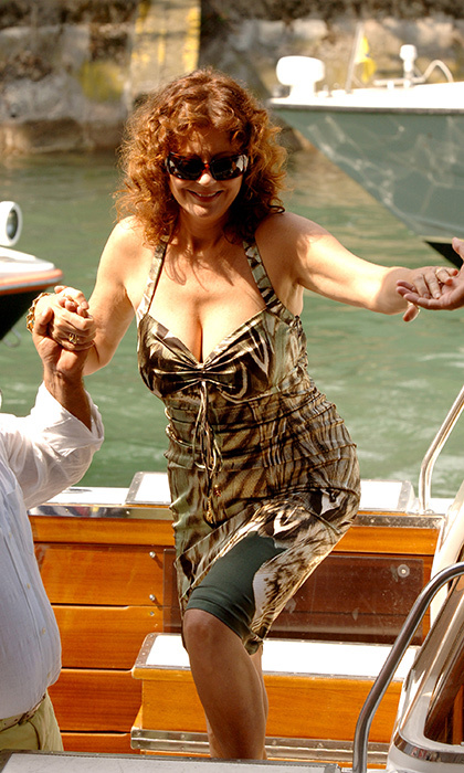 Susan Sarandon had her pick of helping hands as she arrived to the festival in 2005. The actress was in town to premiere her film <em>Romance & Cigarettes.</em> 