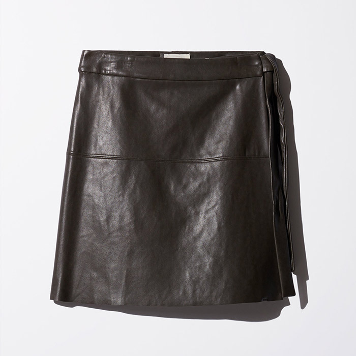 <p><strong>Wilfred Free Spurlock Skirt in Dark Charcoal</strong>, $115, <em>aritzia.com</em></p>