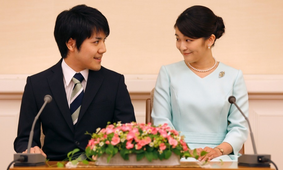<p>Princess Mako officially announced that she would be abandoning her throne for love! The Japanese royal smiled as she announced her engagement to fiancé law clerk Kei Komuro at the Akasaka East Residence in Tokyo on September 3. Emperor Akihito's eldest granddaughter's choice to marry a commoner cost the princess her royal status.</p>
