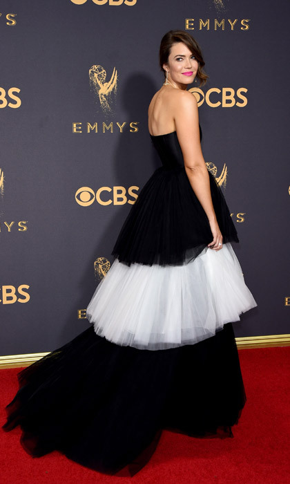 <h4>Mandy Moore in Carolina Herrera</h4>