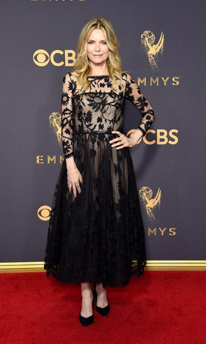 <h4>Michelle Pfeiffer in Lela Rose</h4>
