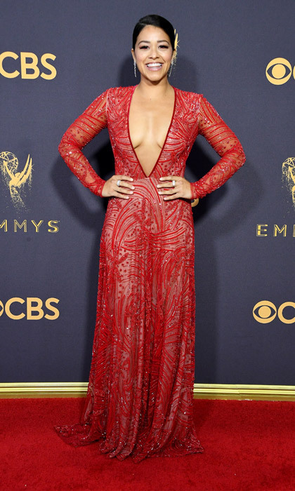 <h4>Gina Rodriguez in Naeem Khan</h4>