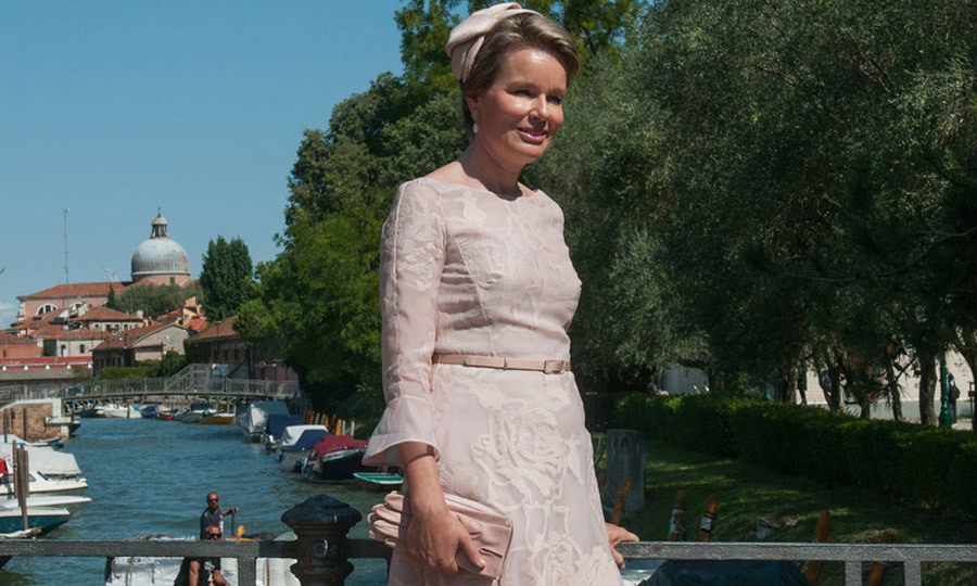 <p>Queen Mathilde visited Venice to admire the art during the 57 International Art Biennale on September 8.</p>