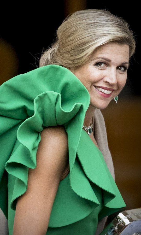 <p>Queen Maxima of the Netherlands showed her perfected over-the-shoulder look as she arrived at Noordeinde Palace for the gala in honor of the Raad van State Council on September 13 in The Hague.</p>