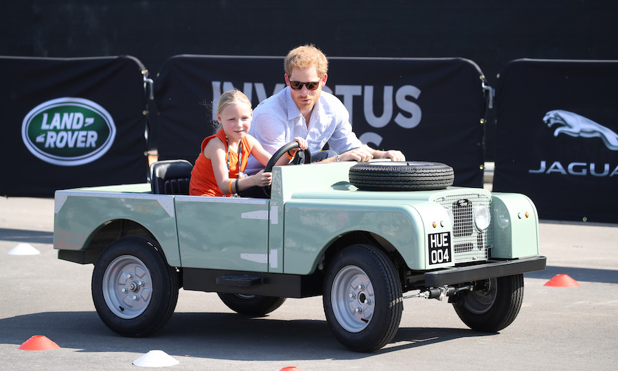 Harry also hit the course with five-year-old Daimy Gommers, who it turns out was also Harry's chauffeur at last year's Invictus Games in Orlando.
