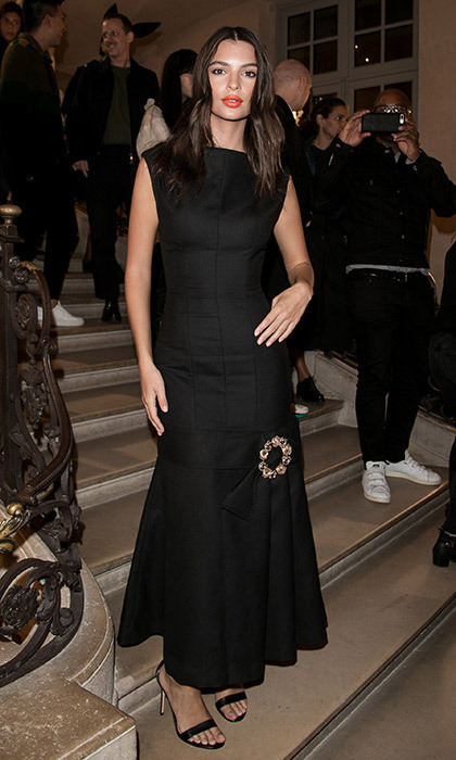 <p>Emily Ratajkowski wore classic black and a chic red lip for the Jacquemus show on September 25. <br /><br />Photo: © Marc Piasecki/Getty Images</p>
