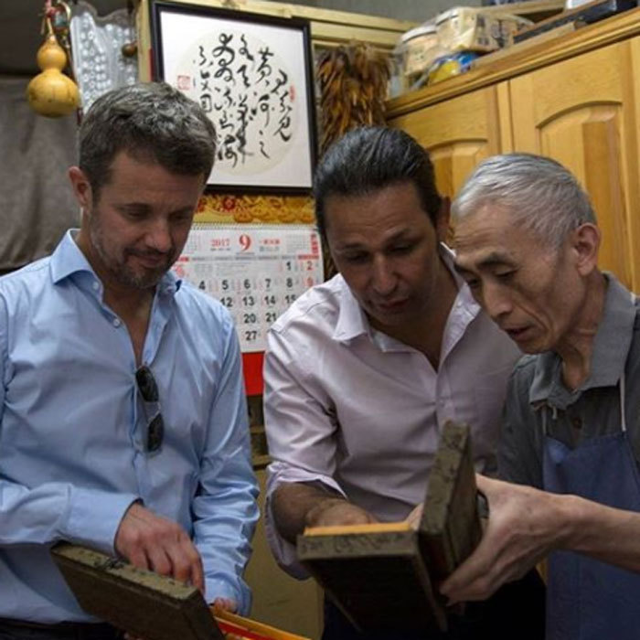 <p>During his trip to China, Crown Prince Frederik met with one of the country's last classical calligraphy workers.<br /><br />Photo: Olli Geibel/Instagram/@detdanskekongehus</p>