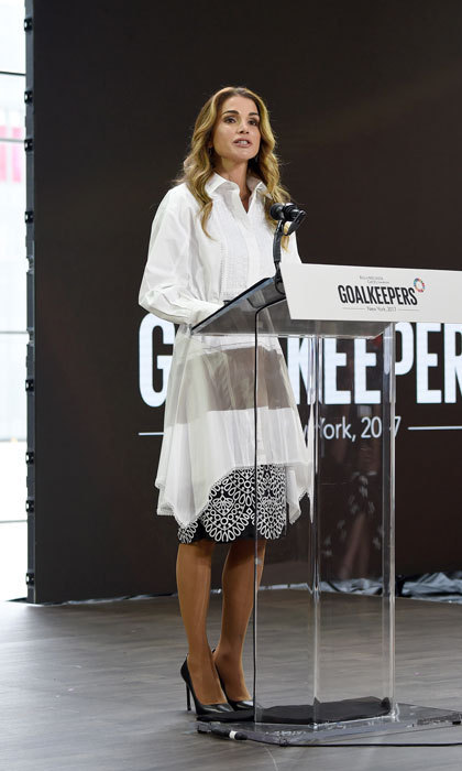 <p>Queen Rania looked effortlessly chic while giving a speech at the Goalkeepers 2017 conference in NYC.</p>