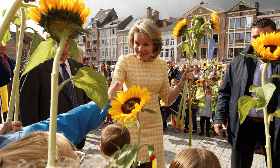 <p>Queen Mathilde was a ray of sunshine amidst sunflowers during her stop to the Eurofleurs 2017 Championship in Saint-Trond, Belgium on September 15.</p>