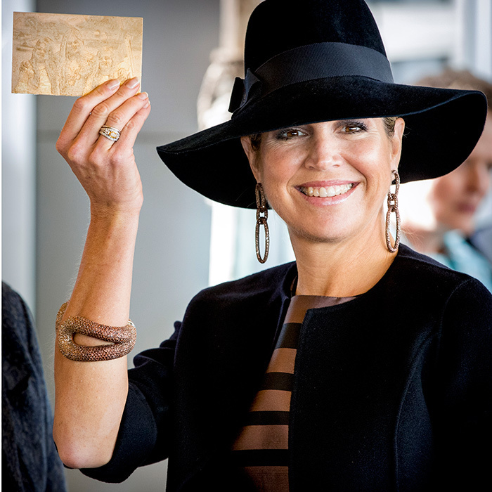 <p>Queen Maxima of the Netherlands was in proud mom mode as she held up a 3D sketch of her daughters Amalia, Alexia and Ariane. King Willem-Alexander's wife was visiting the 5th Teacher's Congress, a conference organized by the Education Cooperative, in Amersfoort, Netherlands on October 5. <br /><br />Photo: Patrick van Katwijk/Getty Images</p>
