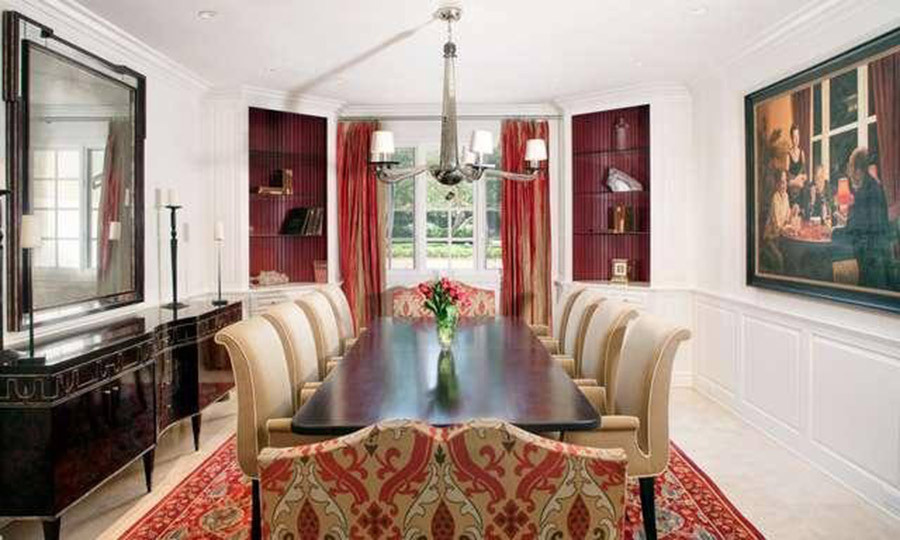 <p>We'd love to be a fly on the wall at one of James' dinner parties! The 39-year-old will be able to host his famous talk show guests, including Miley Cyrus, Will Smith and Adele for dinner in this formal dining room, which is furnished with a dining table and seating for ten people.</p>