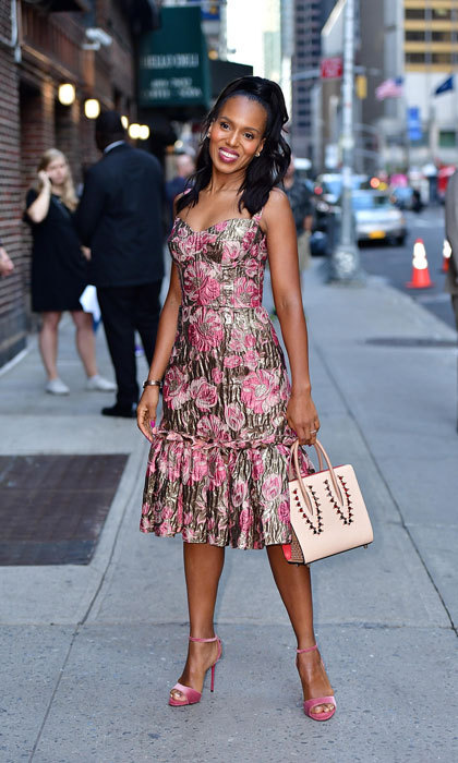 <p>Floral perfection! Kerry Washington was all smiles and waves as she showed off her street style in a Dolce &amp; Gabbana floral print dress before her appearance on <em>The Late Show with Stephen Colbert</em> at Ed Sullivan Theater in NYC on October 4.<br /><br />Photo: James Devaney/GC Images</p>