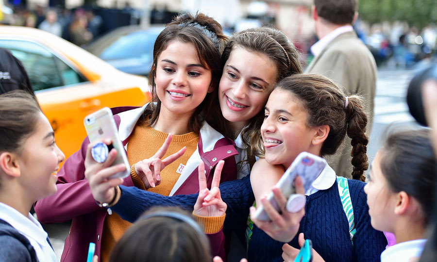 <p>Selfies with Selena! Selena Gomez killed some lucky fans in NYC with kindness as she posed for a round of pictures with them outside of the Metropolitan Museum of Art in NYC on October 4.<br /><br />The actress is on location in the Big Apple filming the new Woody Allen film.<br /><br />Photo: James Devaney/GC Images</p>