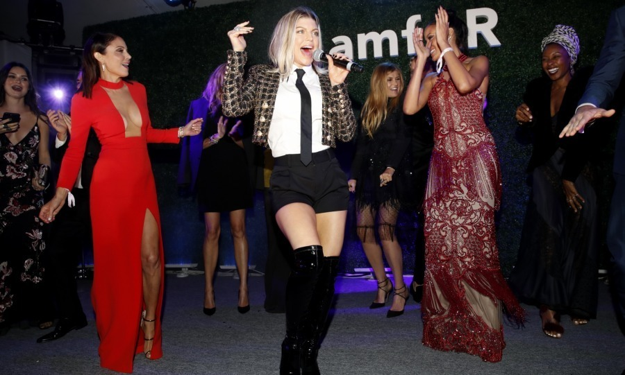 <p>Dressed in shorts and over-the-knee boots, singer Fergie got stars like Bethenny Frankel, Selita Ebanks and Connie Britton groovin' at the amfAR event. <br /><br />Photo: Kevin Tachman/amfAR2017/Getty Images</p>