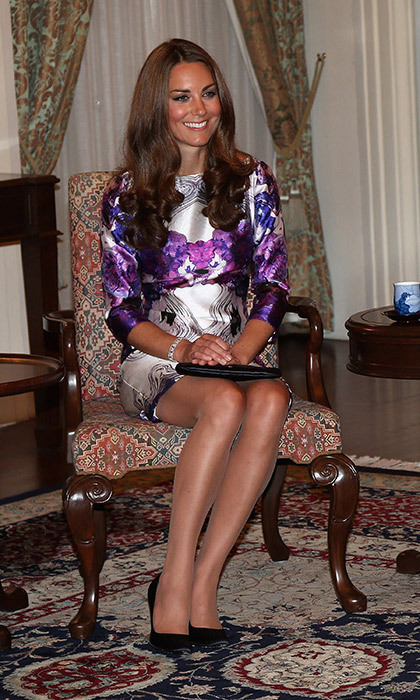 <p><strong>How to sit like a royal</strong></p>