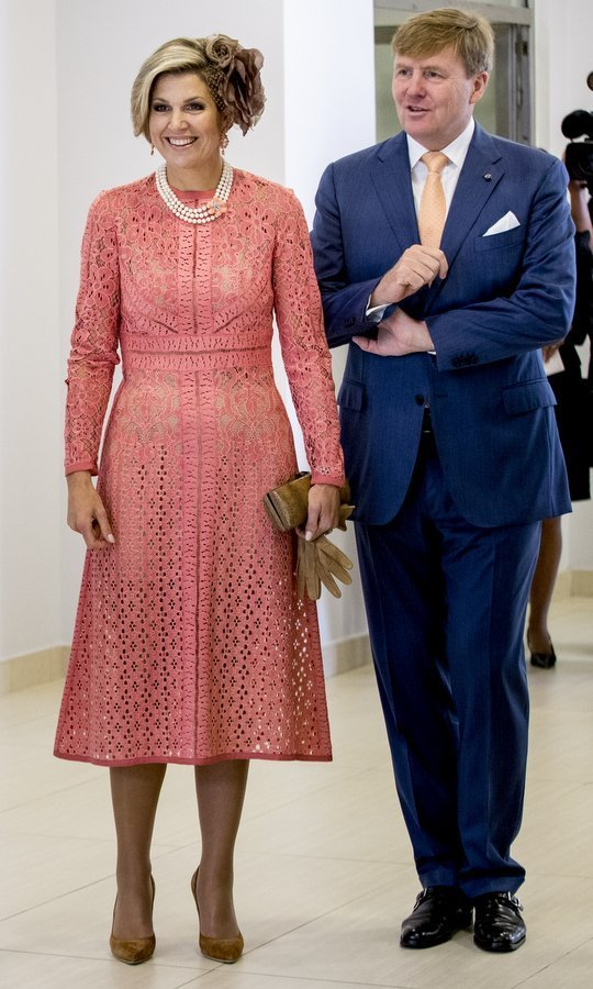 <p>Maxima teamed her coral lace dress with pearls and earth-toned accessories, from her oversized floral fascinator to her suede shoes. The royal was visiting Lisbon's Champalimaud Centre along with husband King Willem-Alexander, right, during the royal couple's visit to Portugal. <br /><br />Photo: Patrick van Katwijk/Getty Images</p>