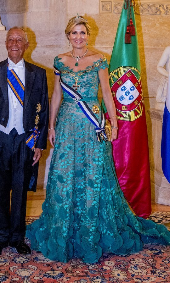 <p>For an official state banquet hosted by Portugal's President Marcelo Rebelo de Sousa at the Ajuda Palace, Queen Maxima wore an emerald green of the shoulder gown with – what else? – emerald jewels, including a stunning tiara. <br /><br />Photo: Patrick van Katwijk/Getty Images</p>