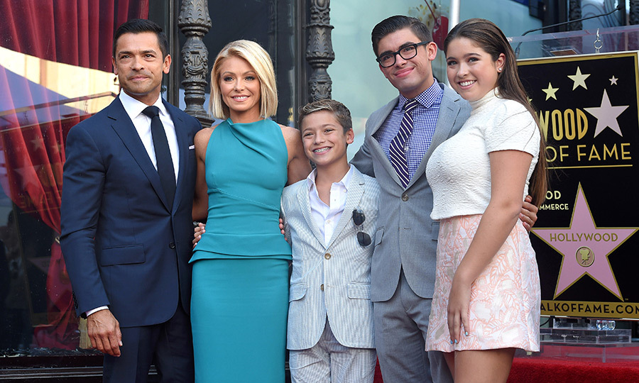 Kelly Ripa Says Daughter Lola Isnt A Fan Of Dad Mark