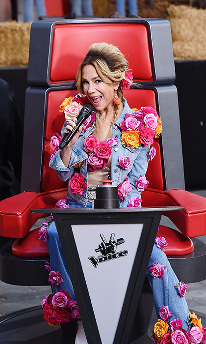 <p>Kathy Lee Gifford disguised herself as Miley Cyrus on <i>The Voice</i> for Halloween! She performed during Today's Halloween Extravaganza 2017 Oct 31!</p>