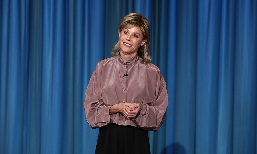 <p><i>Modern Family</i> star Julie Bowen threw it back to a retro Ellen Degeneres on Oct 31's episode of <i>The Ellen Degeneres Show</i>.</p>