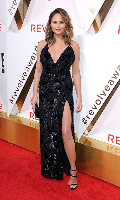 <p>Fan favourite supermodel Chrissy Teigen was awarded Woman of the Year at #REVOLVEawards in Hollywood Nov 2. The mother of one stunned in a gorgeous sequinned black dress, strappy sandals and loose waves in her hair.