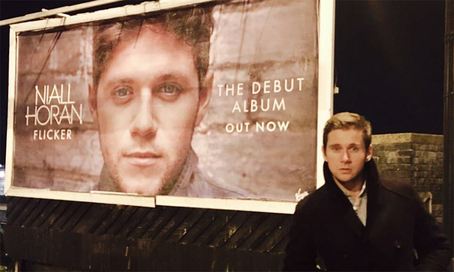 "<p><i>Downton Abbey</i> star Allen Leech discovered his very own doppelgänger! The actor posed jokingly beside One Direction Niall Horan's album billboard, captioning the snap, ""Please buy my album. Thank you!""