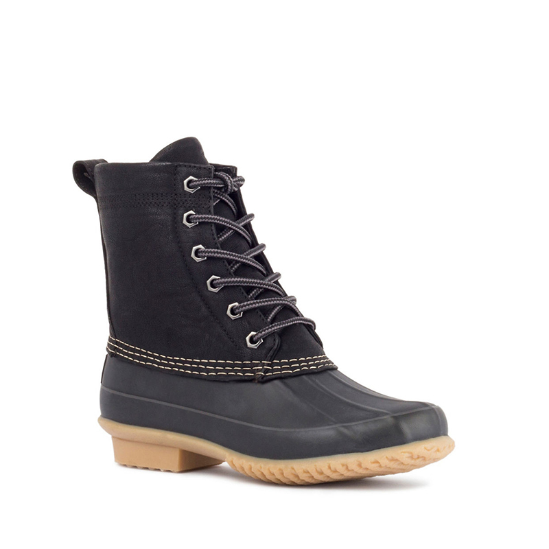 "<p>London Fog Mallard Cold Weather Boots, $125, <a href=""http://www.thebay.com/webapp/wcs/stores/servlet/en/thebay/shoes/winter-boots/mallard-cold-weather-boots-0600089344082--24"">thebay.com</a></p>"