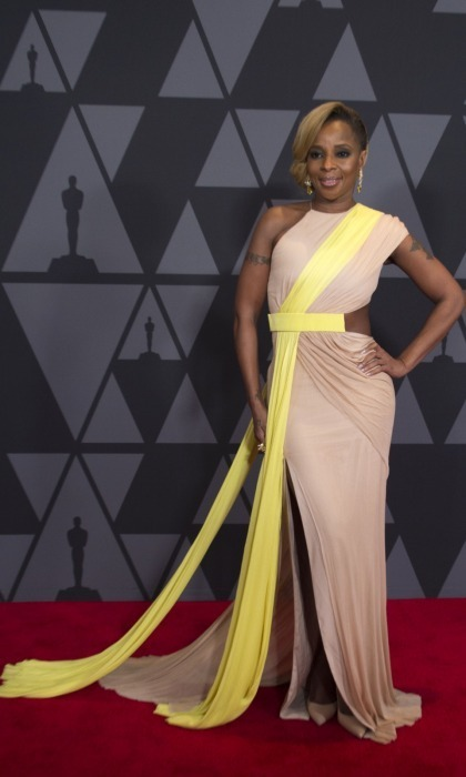 <p>Mary J. Blige glided across the carpet in a beige and yellow Cushnie et Ochs dress.</p>