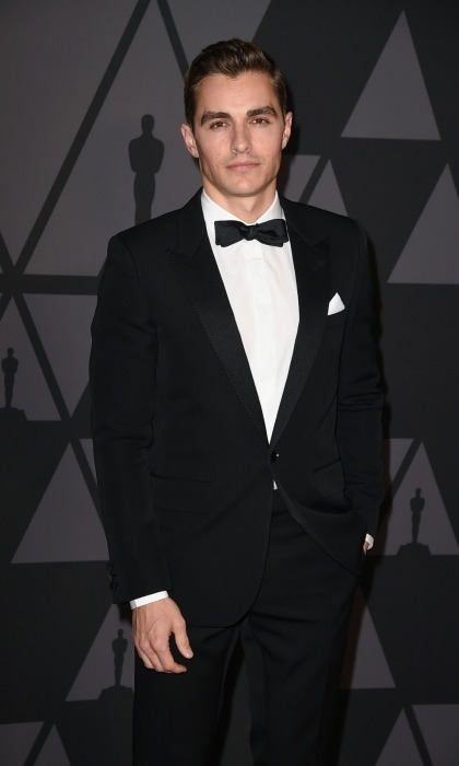 <p>James's little brother Dave Franco looked equally sharp in dark a suit.</p>