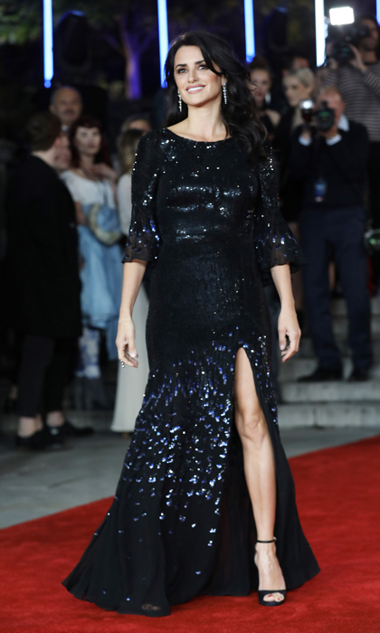 Penelope Cruz wore one of Kate Middleton's go-to designers, Temperley London for the Murder on the Orient Express London carpet. 