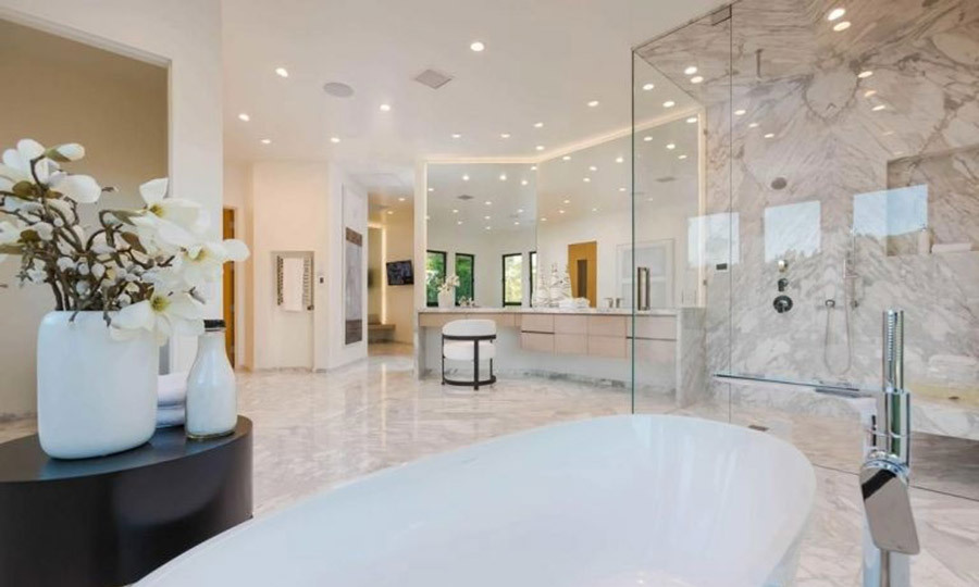 <p>This beautiful bathroom is the ideal spot for Eva to get ready for the red carpet or any other high profile appearances. The spacious suite is fitted with a freestanding bath tub, a glass walk-in shower cubicle and large dressing table and vanity area, all with spotlights overhead.</p>
