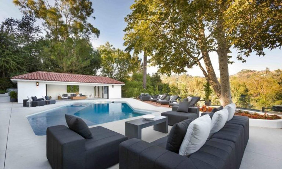 <p>Another major highlight of Eva's new home is the garden, which has a swimming pool and outdoor seating area, as well as an al fresco kitchen, pool house and tennis court. The private spot is the perfect place for entertaining guests, including her best friend Victoria Beckham and her husband David.</p>