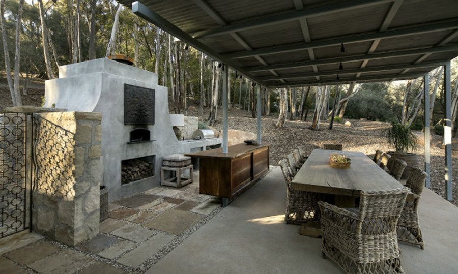 <p>Amongst the 17 acres of land lies a cosy outdoor dining area for summer hosting, complete with a covered dining table with seating for up to ten guests and a pizza oven.</p>