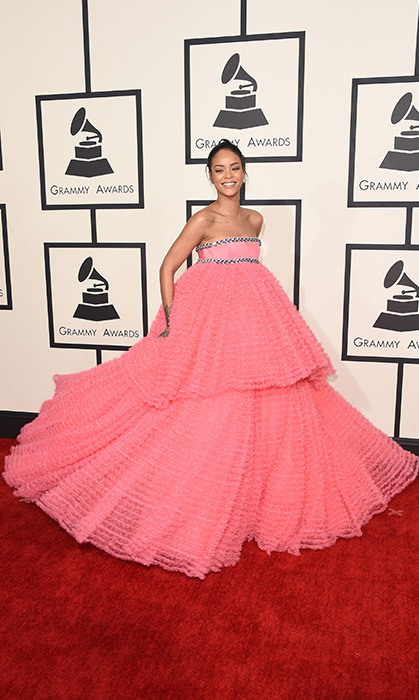 <h4>RIHANNA AT THE GRAMMYS</h4>