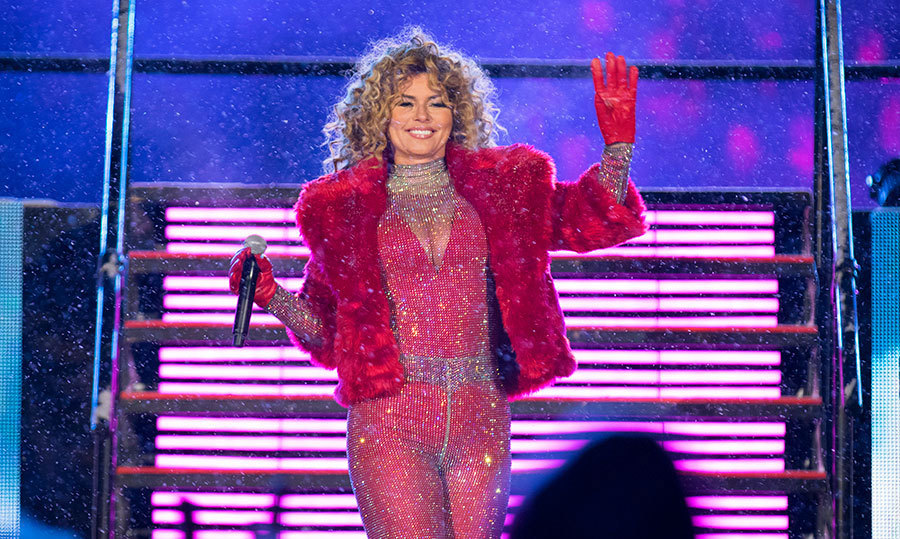 <h4>CANADA'S SNOW QUEEN HEATS US UP</h4><p>Football, snow, a dog sled and Shania Twain – it doesn't get more Canadian than that! The Timmins, Ont.-born singer, 52, dazzled the crowd (including PM Justin Trudeau) at the 2017 Grey Cup in Ottawa in form-fitting red and matching fur, belting out her hits and adding some fire to the frigid outdoor stadium.</p><p>Photo: &copy; Getty Images</p>