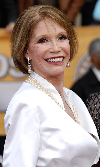 "<h4>A TV ICON GONE</h4><p>After a long battle with type 1 diabetes, Mary Tyler Moore died at age 80, surrounded by loved ones. The news was met with an outpouring of support from fans who, thanks to the star's eponymous sitcom,  remembered her as TV's first truly modern woman. ""Will love her 4 ever,"" wrote Oprah Winfrey.</p>