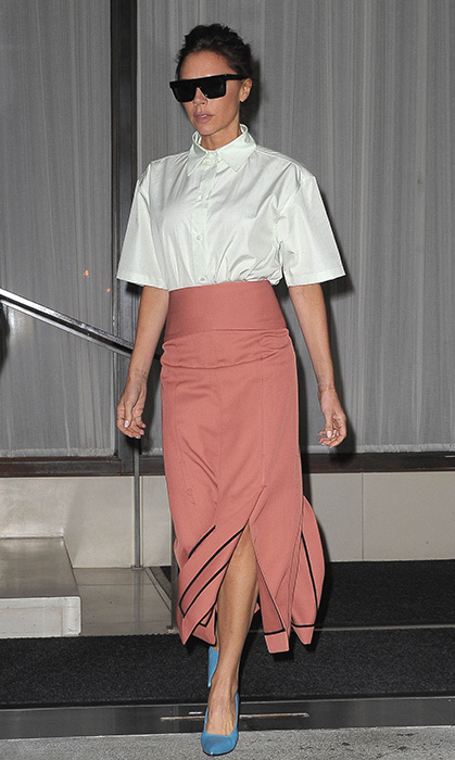 <p>Victoria looked stunning in this pink skirt with black detailing and matching black shoes. She wore the outfit in New York in September.</p>