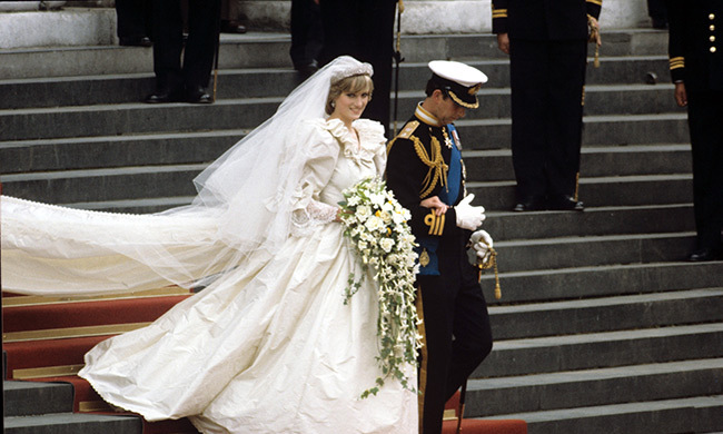 Princess Diana S Wedding Dress Designer Is Launching A New Fashion Line