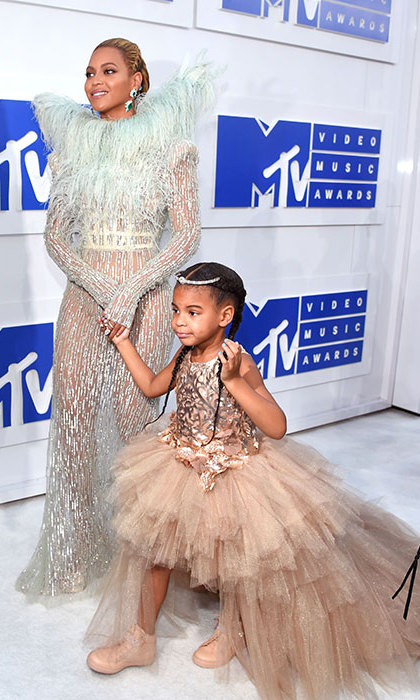 <h2>She wore a $14,075 dress to the VMAs</h2>