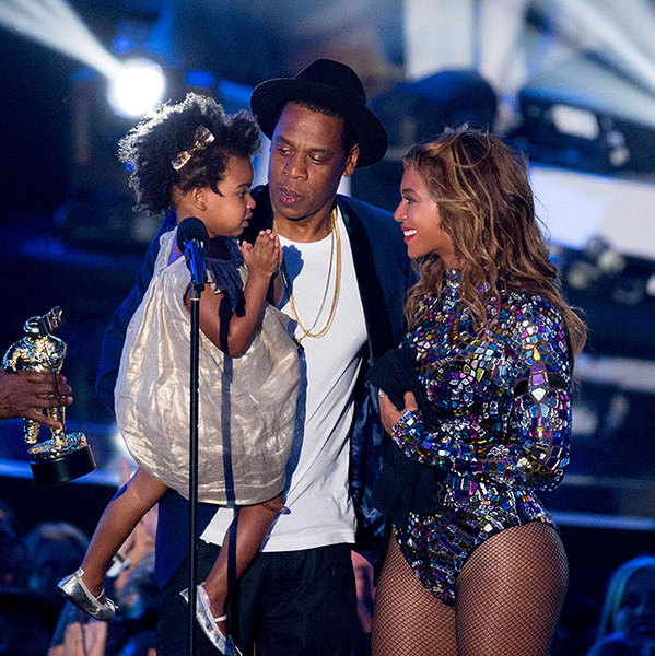 <h2>She joined her mom on stage</h2>