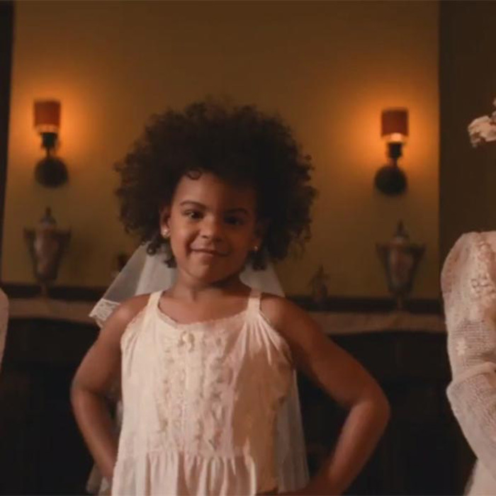 <h2>She starred in her mom's music video</h2>