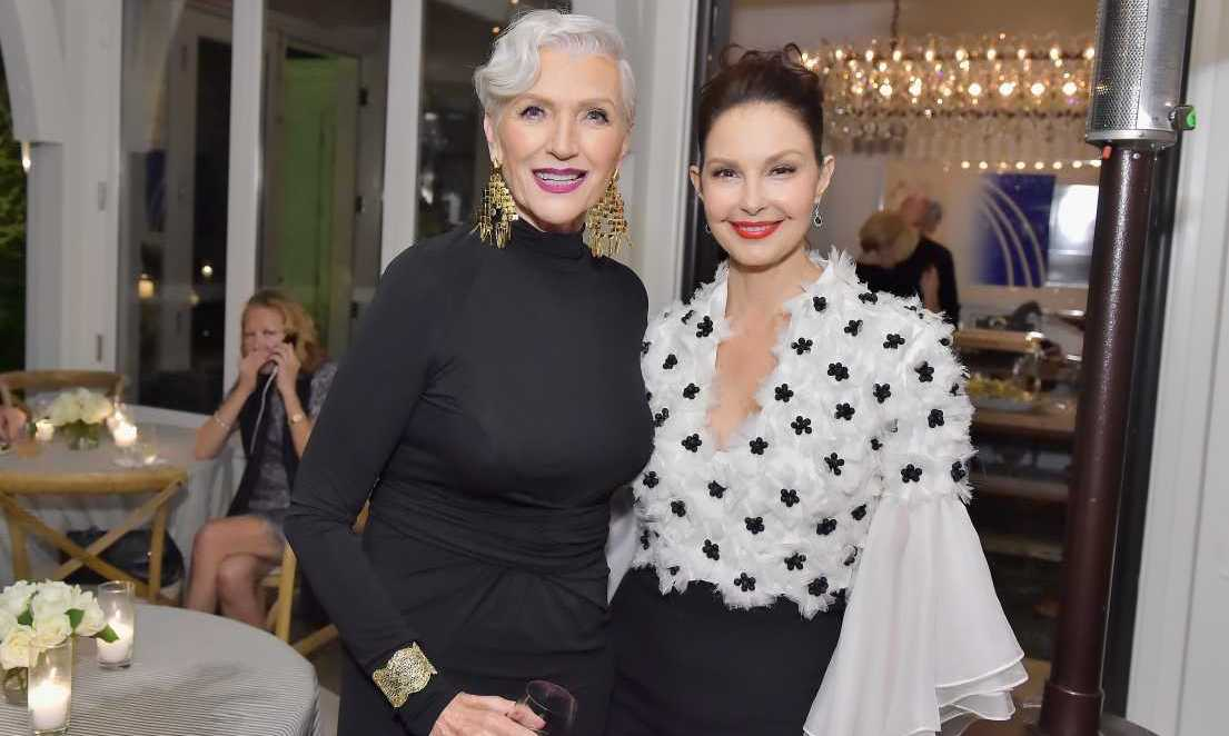 Maserati and Esquire hosted a lavish, exclusive pre-Golden Globes party, where Canadian supermodel Maye Musk was all smiled posing with Ashley Judd. What a wonderfully coordinated duo!