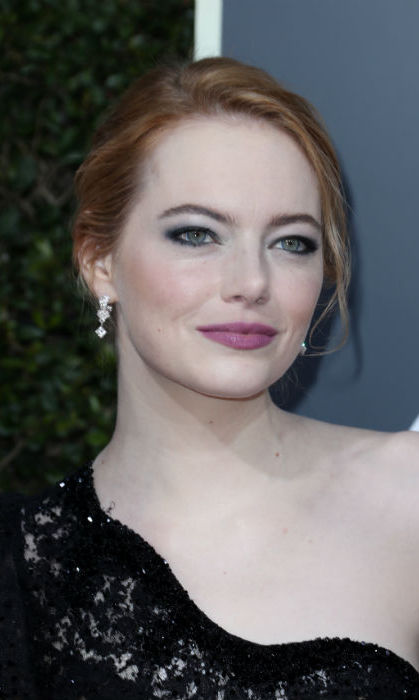 <h4>Emma Stone's purple and green make-up look</h4>