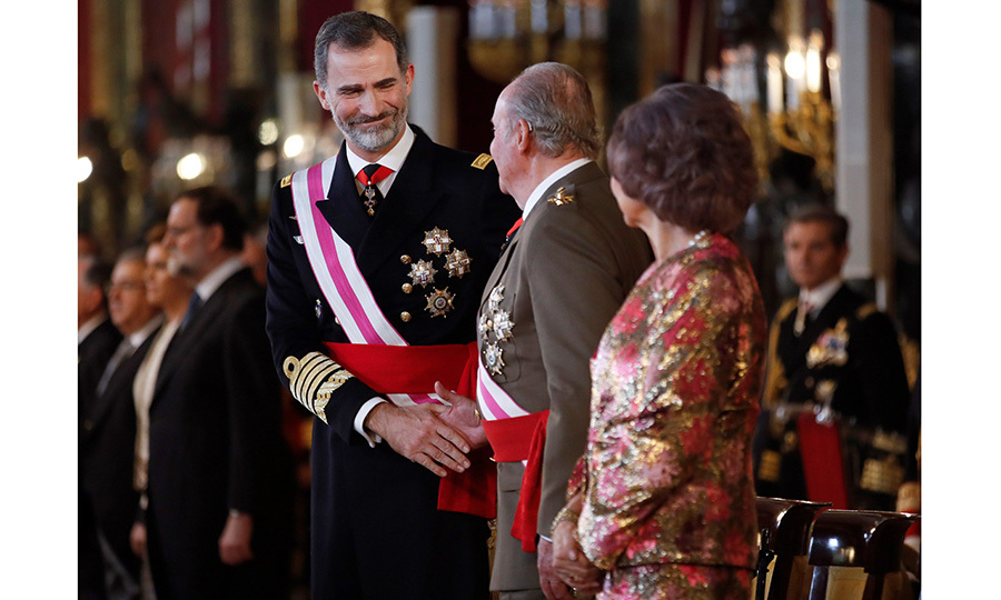 As mom Queen Sofia looked on, King Felipe VI shook hands with his father Juan Carlos I during the Epiphany Day celebrations. Former King Juan Carlos turned 80 one day earlier on January 5.
