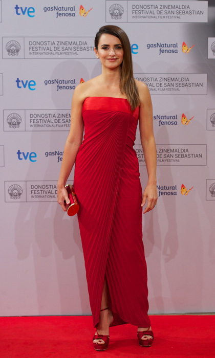 <p>Penelope looked red hot as she attended the premiere of <em>Venuto al Mondo</em> during the San Sebastian Film Festival in 2012, wearing a Grecian-inspired strapless number and matching accessories.</p>